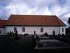 Södra fasaden med den äldsta delen av kyrkogården i förgrunden.