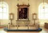 Koret, med altaruppsatsens stora målning föreställande Kristi korsfästelse. Utförd av Pehr Hörberg, inköpt till kyrkan 1846.