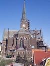 Koret från söder. Sedd från detta håll syns tydligt att kyrkan är inspirerad av de stora katedralerna i Europa.