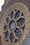 Närbild på ett av rosettfönstren.
