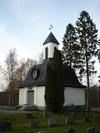 Skedevi kyrka, gravkapellet från sydöst.