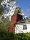 Börrums kyrka och klockstapel från söder.