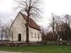 Gårdeby kyrka från sydväst.