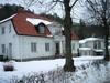 Valdemarsviks kyrka, den f d prästgården med det nya församlingshemmet i bakgrunden.
