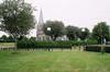 Trönninge kyrka med omgivande kyrkogård.