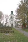 Kyrkan och kyrkogården, från väster.