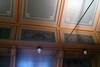 Detaljer från vägg- och takpartier i tingssalen.