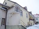 Mårten Ulfssons hus, Vadstena. Gårdssidan med entré och trapphus. Till höger syns de båda 1580-tals byggnaderna.
