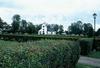 Övre Ulleruds kyrka ock kyrkogård från väster.