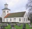 Ramkvilla kyrka är i grunden medeltida, men har idag en typisk empirekaraktär.