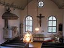 Koret som det ter sig efter 1930 års restaurering. Ett medeltida triumfkrucifi x har tagit den gustavianska altaruppsatsens plats.