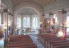 Vrigstad kyrkas interiör präglas huvudsakligen av den restaurering som arkitekt Lars Stalin ledde 1962. Mot koret.