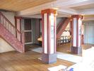 I koret möts Gustaf Ambes valvmålningar från 1930 och Bo Beskows glasmålningar från 1963. Utrymmet under orgelläktaren är djupt och används bland annat som barnhörna.