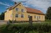 Härnästets Folkets hus med minnesstenen.