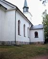 Östra långsidan med vidbyggd sakristia.