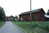 Övre Ulleruds kyrkogård. Sockenstugan och ekonomibyggnad från väster.