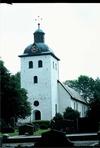 Kyrkan från sydväst.