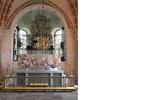 Altare och det Bielkenstiernska gravkoret från väster.