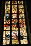 S:t Jacobs kyrka, en av korets glasmålningar, motiv Jesu Uppståndelse.