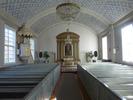 Den nyklassicistiska prägeln är fortfarande lika tydlig invändigt som utvändigt. I kyrkorummet samspelar fina proportioner, en återhållen färgskala och stilenlig inredning till en harmonisk helhet. Interiören är ett fint exempel på hur den nyklassicistiska stilen kunde omtolkas i trä.