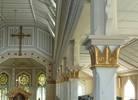 Överallt i kyrkan finns prov på den höga hantverksmässiga kvalitet som präglar såväl byggnaden som inredningen.