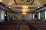Det relativt oförändrade kyrkorummet präglas främst av det låga spegelvalvet, valvlisten med klot, de kraftiga hanbjälkarna samt den mustiga färgsättningen med mycket marmoreringar. Utbyggnaden av ett smalare kor gjordes 197475. Samtidigt målades vissa ytor om och antalet kulörer minskades något. I övrigt är kyrkorummet välbevarat. Stilmässigt har kyrkorummet en historiserande och barockmässig karaktär.