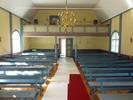Läktarbarriären har en liknande utformning som altarringen och predikstolen. Höjningen, som tillkom 2009, har efter att bilden togs justerats så att ståndarna placerats mellan speglarna istället. Dragstagen i taket tillkom på 1980-talet.