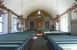 Invändigt dras blickarna mot den monumentala arkitekturmålningen i koret. Den är från kyrkans byggnadstid men målad på väv och tillbakaflyttad i samband med att väggen mot sakristian togs bort och en ny sakristia byggdes till i norr 192224. Glasmålningarna och altaruppsatsen tillkom samtidigt. Ursprunglig är också predikstolen och nummertavlan, samt bänkarna och altarringen även om de två sistnämnda är delvis ombyggda. Ljuskronorna är 1970-talskopior av originalen som hänger på läktaren. Färgsättningen på bänkarna är inte original, men i övrigt upplevs främre delen av kyrkorummet som relativt intakt.