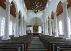 Det öppna och höga kyrkorummet erinrar om en kolonn-hall med allvarstyngd enkelhet och stram färgsättning. Interiören liknar i hög grad den tidigare kyrkans, men istället för nyklassicismens symbolik och förgyllda utsmyckningar präglas detta kyrkorum av 1920-tals-klassicismens renhet och 1930-talets manifestationsvilja. Nordenskjölds genomarbetade helhetsgestalning uttrycker stram elegans och hög kvalitet i material och utförande. Det i princip orörda bänkhavet bidrar också i hög grad till kyrkorummets karaktär. Den mest påtagliga förändringen interiört skedde 196263 när innertakens revetering i dämpade kulörer ersattes av en träpanel med varmare färgsättning, som visserligen harmonierar med interiören i övrigt men inte är tidstypisk.