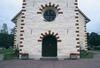 Entrén till Gräsmarks kyrka.