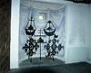 Gamla kors uppstälda i vapenhuset.