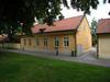 Kv Aposteln 3, Linköping. Domkyrkosysslomansgårdens huvudbyggnad sedd från Ågatan.