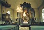 Klövsjö kyrka interiör, kyrkorummet mot koret.   Martin Lagergren & Emelie Petersson, bebyggelseantikvarier vid Jämtlands läns museum, Jamtli, inventerade kyrkor i Härnösands stift 2004-2005. De är även fotografer till bilderna.
