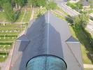 Svegs kyrka med omgivande kyrkogård sett från tornet.  Isa Lindkvist & Christina Persson, bebyggelseantikvarier vid Jämtlands läns museum, inventerade kyrkan mellan 2005-2006. De var även fotografer till bilderna.