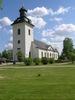 Svegs kyrka med omgivande kyrkogård sett väster.  Isa Lindkvist & Christina Persson, bebyggelseantikvarier vid Jämtlands läns museum, inventerade kyrkan mellan 2005-2006. De var även fotografer till bilderna.