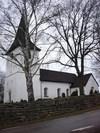 Kyrkan från SV.