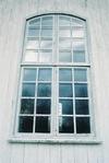 Långhusfönster i Håcksviks kyrka, från S.